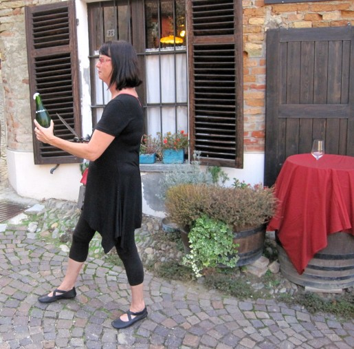 Champagne Sabering in Barbaresco village of Neive